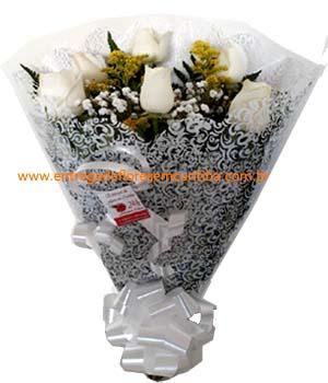 Cód: 5175                                 Buquê com meia dz rosas brancas